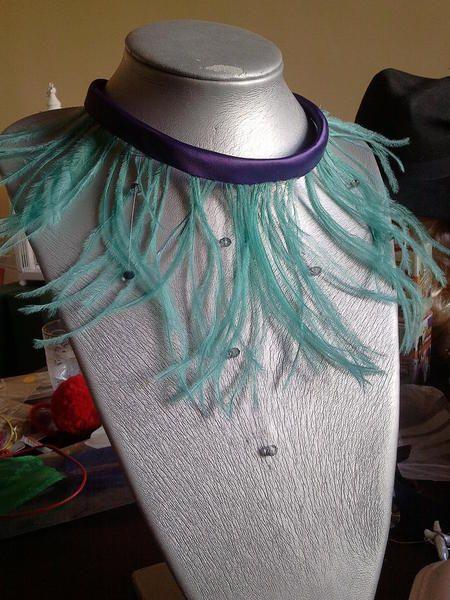 collar de plumas y cristal de roca von Jelen Things auf DaWanda.com