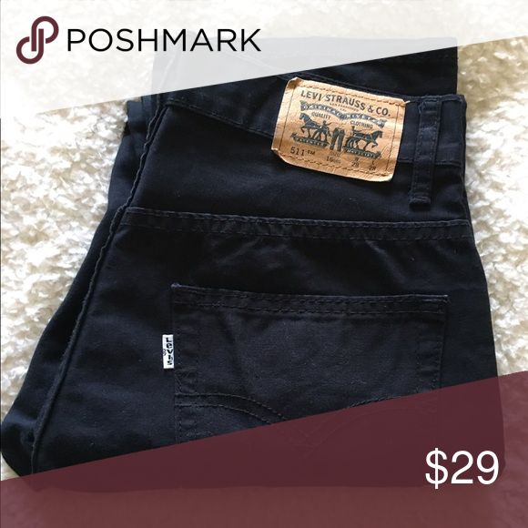 """💙Men's Levi's 511 black Slim pant NWOT size 28 💙Men's Levi's 511 black Slim pant NWOT in size 28 inseam 28"""" and rise 9"""". Leg width opening is 7"""" across. Measurements are approximate. This pair of Levi's is crafted from a black material not denim consisting of 100% Cotton (not washed or worn - will shrink). 170315m2 Levi's Jeans Slim Straight"""