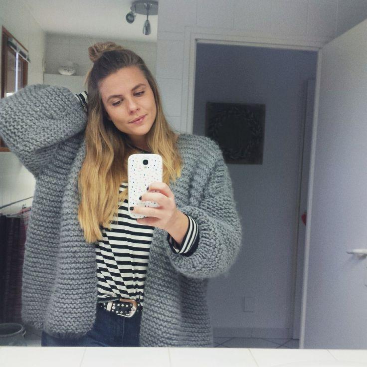 C'est l'hiver, il fait de plus en plus froid, l'occasion de se tricoter un nouveau gilet doudou! Le gilet doudou GEORGES est simple, rap...