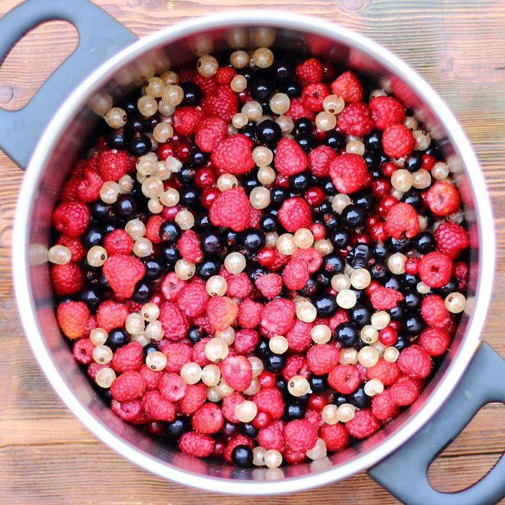 Erdei gyümölcs leves a fazékban