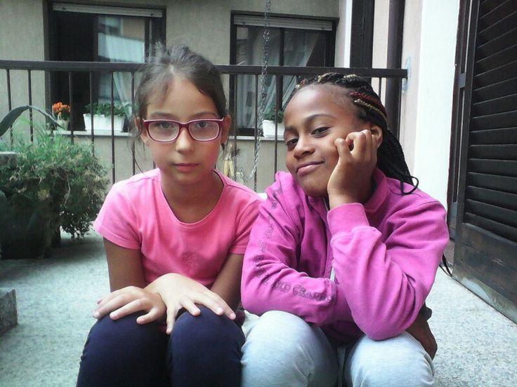La mia amica Beatrice e la mia ex amica del cuore che gli voglio un bene dell' anima Alexandra che a dicembre è partita per Vicenza
