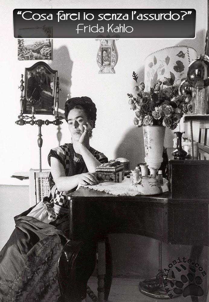 """Una domanda che sottintende anche la risposta. Grande nel porsi la domanda, sublime nel rispondersi.  """"Cosa farei io senza l'assurdo?""""  Frida Kahlo  http://www.liosite.com/album/perle-da-condividere-2/nggallery/image/graphtag-757/  #fridalahlo, #assurdo, #vita, #ricerca,"""
