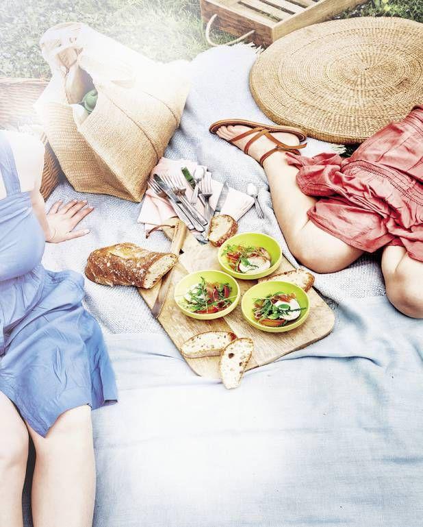 Salade d'abricots grillés, jambon de Parme, burrata, basilic et roquette pour 4 personnes - Recettes Elle à Table