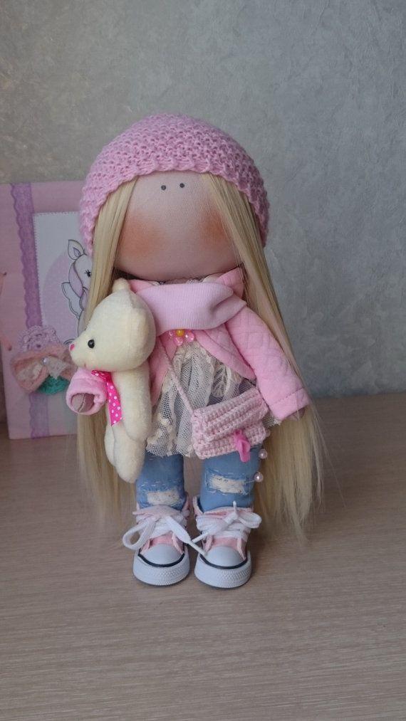 Hola, queridos visitantes!  Esta es la muñeca de tela hecha a mano creada por Master Elvira Faizullina (Nizhnevartovsk, Rusia).  La muñeca es 28 cm…