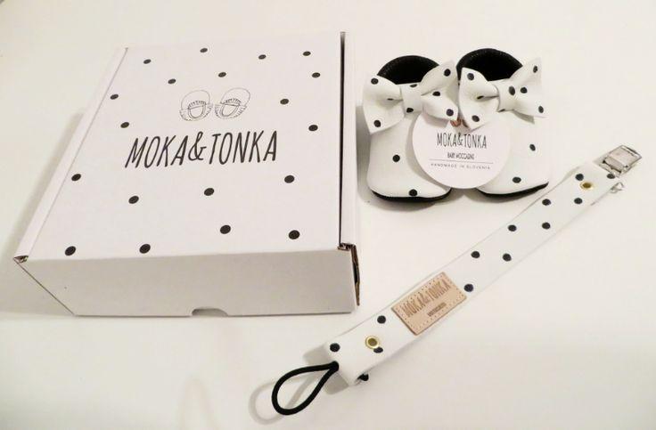 Eins unserer beliebtesten Modele sind die Coccinella Mokassins. Jetzt haben wir auch die passende Verpackung und ein passendes Schnullerband.