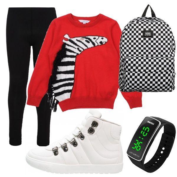 Look comodo per mettersi a studiare nel pomeriggio. Leggings total black e maglioncino rosso con stampa. Scarponcini sportivi bianchi in simil pelle. Zainetto a scacchi e orologio digitale.