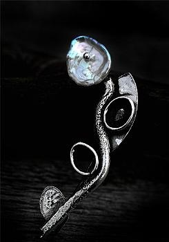 Handmade brooch by Pako korut.
