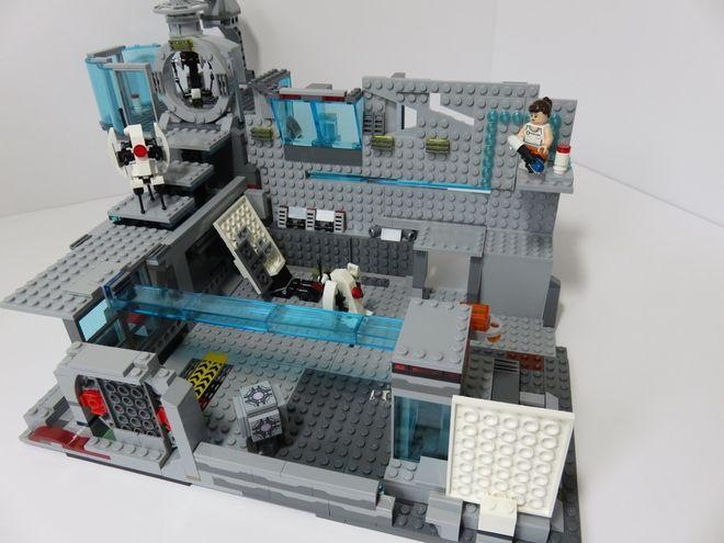 LEGO Ideas - Portal 2: Aperture Science