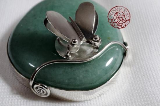 Colgante de cuarzo verde con mariposa de plata, ¡fantasía total!
