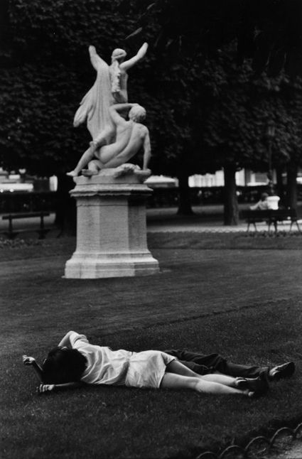 Paris, 1953. Photo: Marc Riboud.