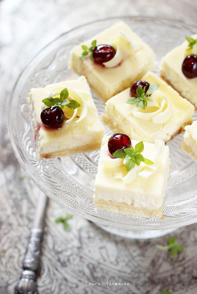 Cheesecake cu napolitane, ricotta si mascarpone, reteta de prajitura cu crema. Mod de preparare si ingrediente cheesecake cu napolitane cu crema de vanilie. Desert cu crema de branza.