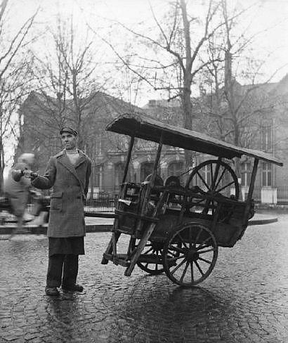 Rémouleur, Paris, ca. 1960  -  Izis