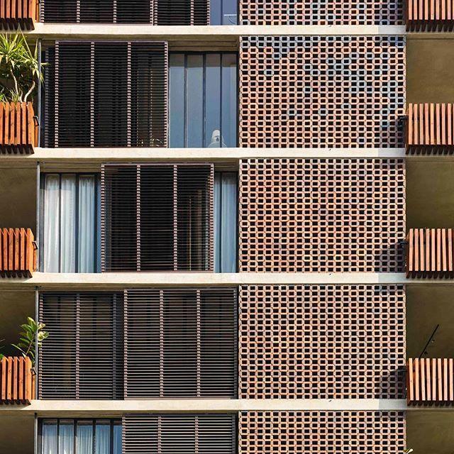 Ricardo Bofill Taller de Arquitectura - Juan Sebastian Bach 28, Barcelona - #rbta #bofill #barcelona #ricardobofill #architecture #tallerdearquitectura #callebach28 #bofillarquitectura #arquitectura #archdaily #housing #callebach photo by @gregori_civera