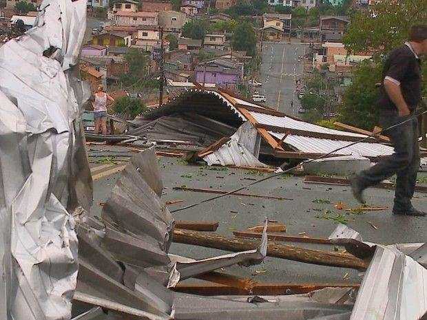 CONEXÃO BOMBEIRO : Temporal destelha casas e escola em Caxias do Sul,...