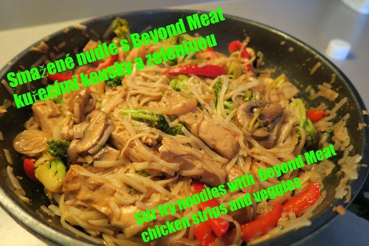 Smažené nudle s Beyond Meat kuřecími kousky | Stir fry noodles with Beyond meat chicken strips | vegan...