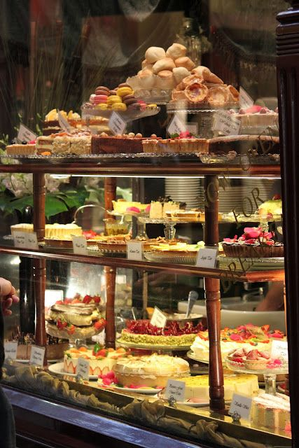 Who can resist this window! Working directly next door to the Hopetoun Tea Rooms I see their selection (and have tried MANY) daily.  Come in early to avoid the que.