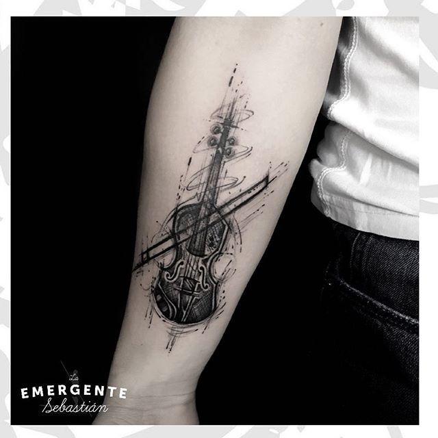 Terminamos el día con este tatuaje de @sebastianrodriguezart esperamos les guste. Buena energía para todos marineros #laemergentecol #tatuajesbogota #tatuajescolombia