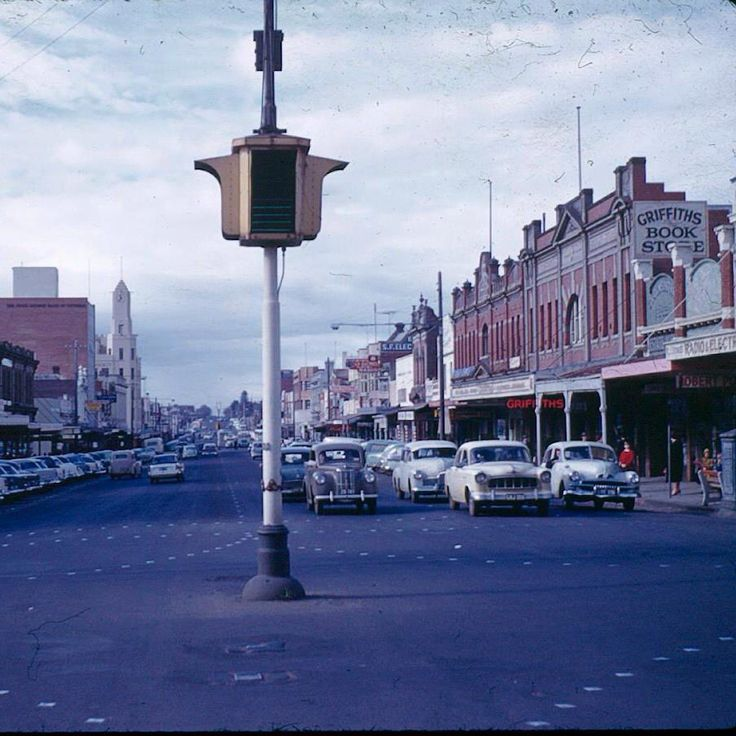 Ryrie St looking east