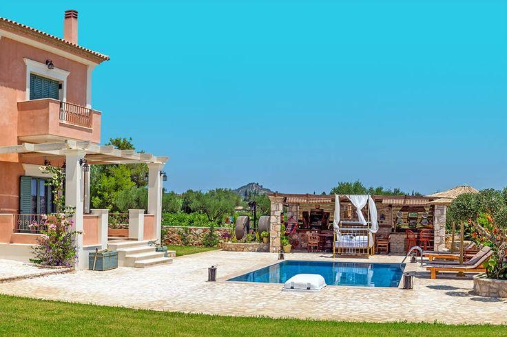 Description: Prachtige villa met eigen zwembad omringd door de wijngaarden en gelegen vlakbij Zakynthos-stad  Verfijning op het platteland met het strand op een paar rijminuten rij-afstand Het eiland Zakynthos is beroemd vanwege zijn prachtige stranden en glasheldere zeewater. Maar ook het platteland vol wijn- en olijfboomgaarden is meer dan de moeite waard. Gelegen in dat mooie landschap ver weg van de toeristische drukte kun je AgroArt Villa vinden. Een plek van ultieme ontspanning en…