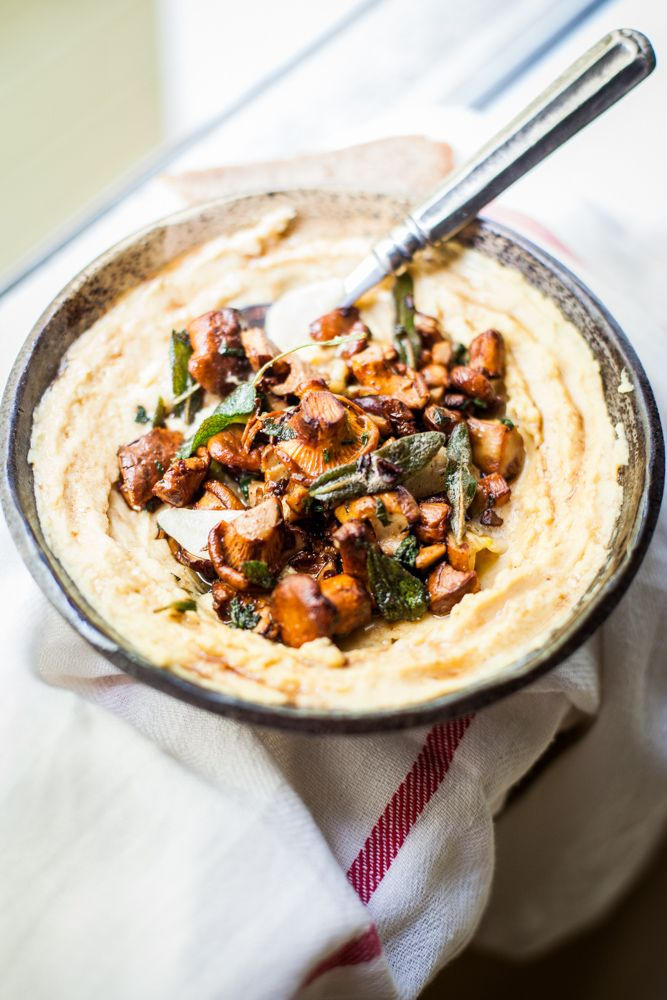 Szałwiowe kurki z korzennym humusem / Gotuje, bo lubi
