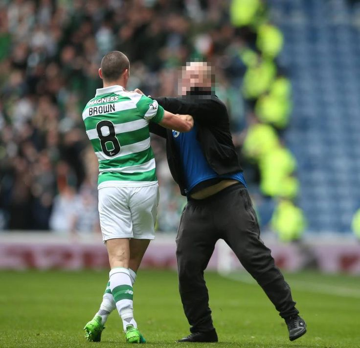 Rangers 1 Celtic 5 in April 2017 at Ibrox. A Rangers fan tries to attack Celtic captain Scott Brown #ScotPrem