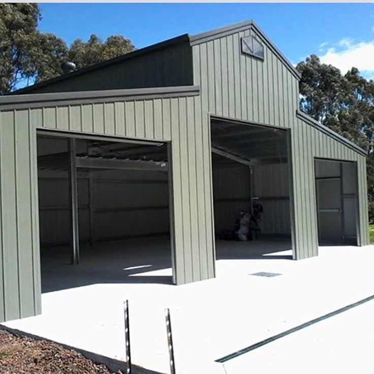This American Barn's wall cladding is one of the new #colorbond steel colours - Mangrove. With a Woodland Grey roof, it blends in beautifully with the surrounding environment #aussieshed #colorbondsteel #bluescope #americanbarn #morningtonpeninsula #fairdinkum