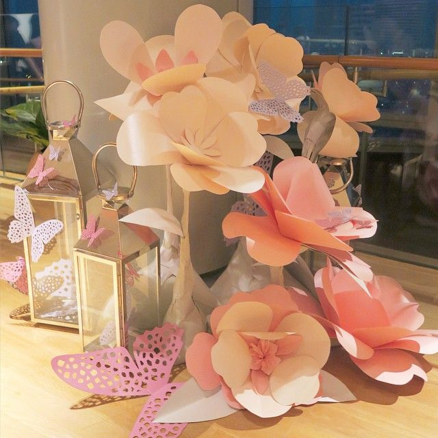 @ektory's giant paper flowers at #ionsky now! (8-14feb) it was a really last minute job request of nights and fingers burnt but seeing the outcome makes it all worth ☺️ #worksatisfaction #happy #craftersjoy #eatsleepcraftrepeat #hardwork #sgvalentines #ektory #sgflowers #mylovedeclaration