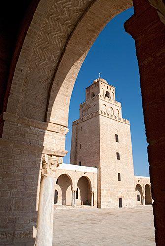 Sidi Oqba i min manns hjemmby Kairouan. Regnes som en av de tre mest hellige Moskeer i verden.