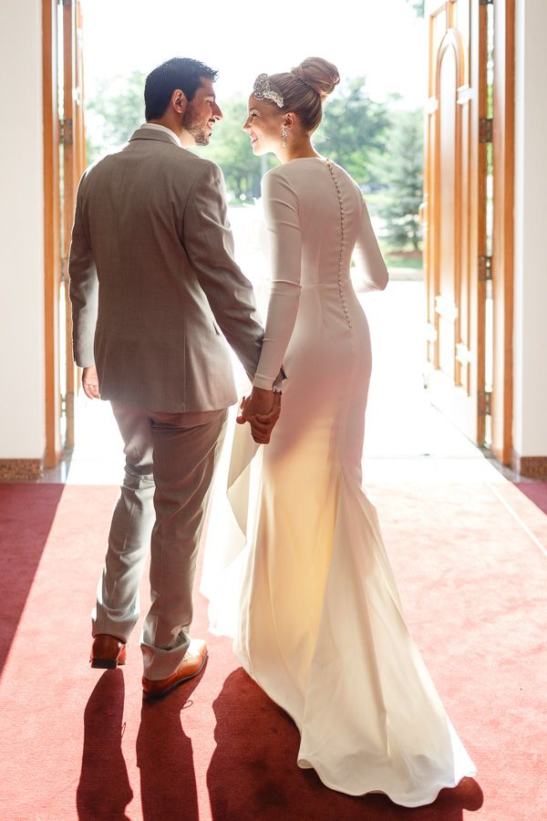 Beautiful wedding: gorgeous dress and lovely decorations