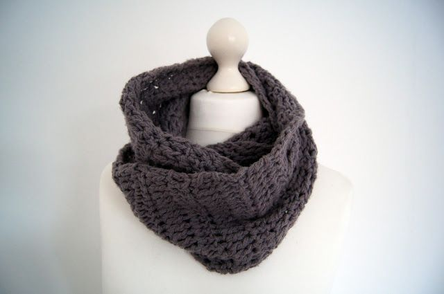 Crocheting Ends Of Infinity Scarf Together : about Crochet Accessoires on Pinterest Crocheted scarf, Infinity ...