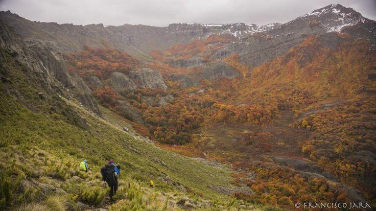 Durante 6 días nos adentramos en los confines poco conocidos de la Reserva Nacional Ñuble desde el Parque Laguna del Laja, acompañados del hermoso otoño de la Cordillera.
