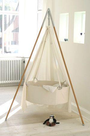 Kindekeklein hanging cradle both swings and bounces
