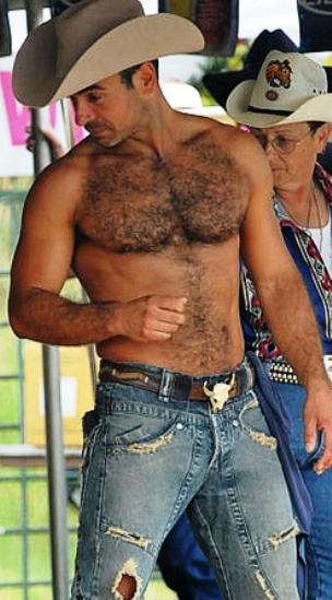 Normally i hate chest hair but boy does it look hot on him. Wheww!