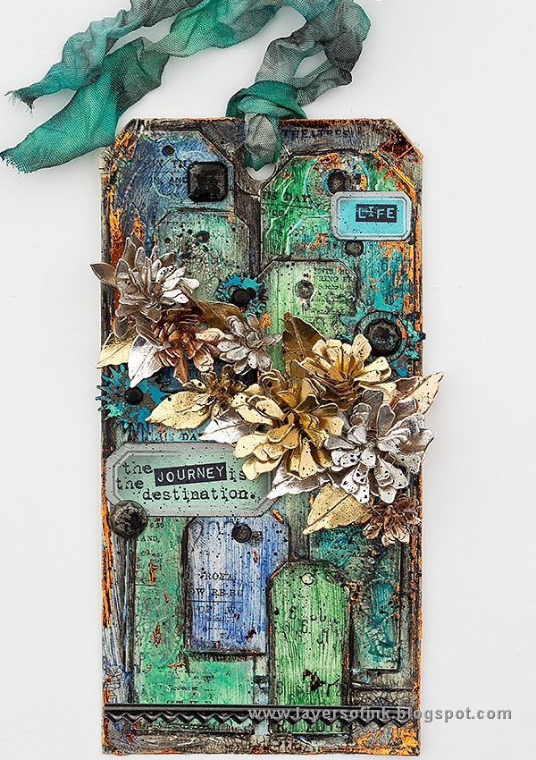 Layers of ink - One Tag, Many Tags Tutorial by Anna-Karin. Made for the Simon Says Stamp Monday Challenge Blog, with Sizzix dies, stamps and embellishments by Tim Holtz, Ranger inks and mediums, and We R Memory Keepers Crop-a-dile tools.