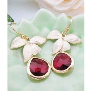 Surprise your loved one by picking up some stunning jewellery available in www.julify.com at amazing prices.