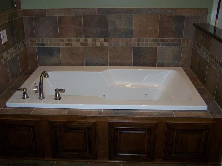 Whirlpool Tub Surround Ideas | 100_5968.JPG from DK Construction in  Columbia, TN 38401 | House ideas | Pinterest | Tub surround, Tubs and  Construction