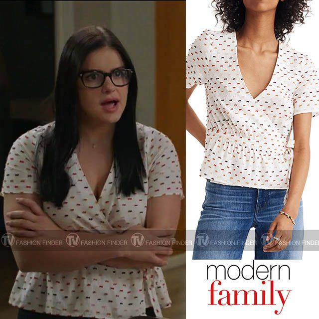 Alex Dunphy In White Printed Wrap Top Arielwinter Modernfamily Fashion Celebrity Style White Wrap Top Modern Family Tops