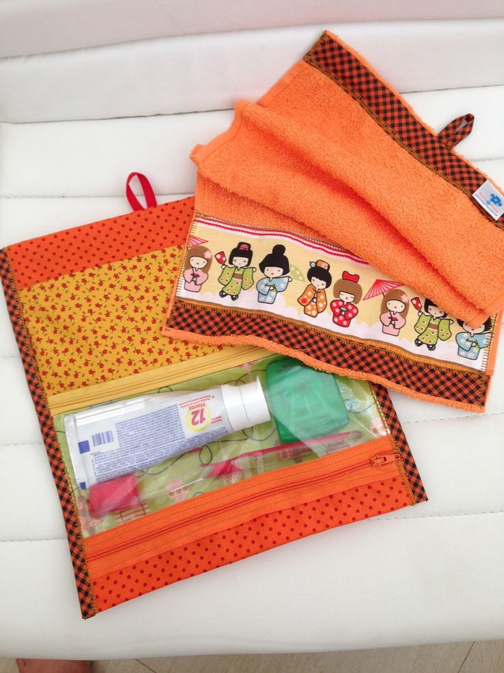 Porta escova com toalha combinando! <br>Escova e creme dental nao acompanham! <br>Enviamos fotos c outras combinações de estampas!! <br>Pode escolher colocar o nome!