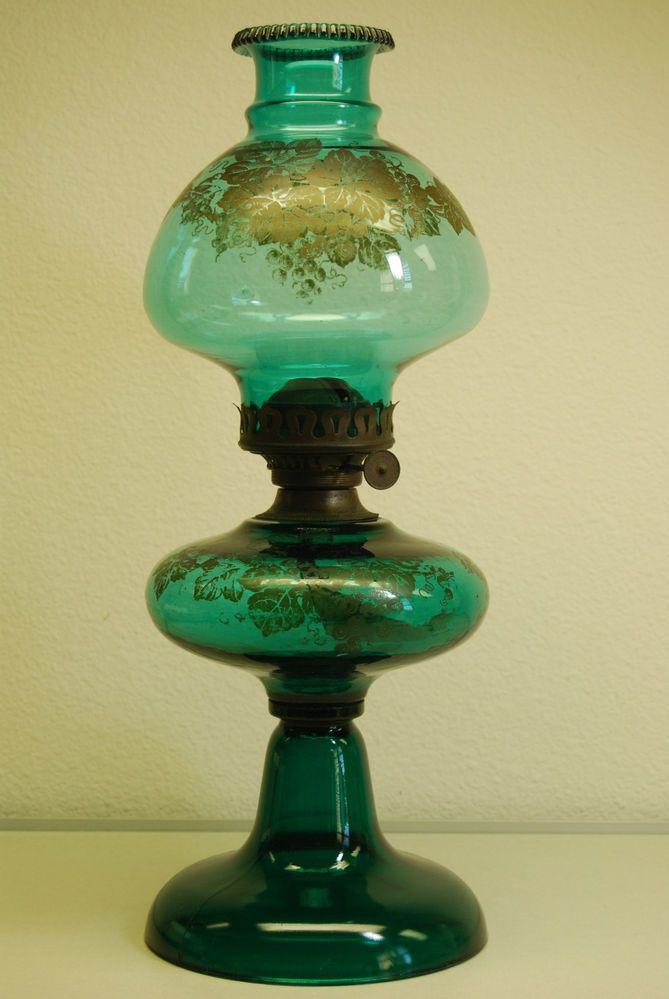 ANTIQUE OLD KEROSENE OIL GRAPE JOANNE BANQUET GREEN GWTW SANDWICH GLASS LAMP