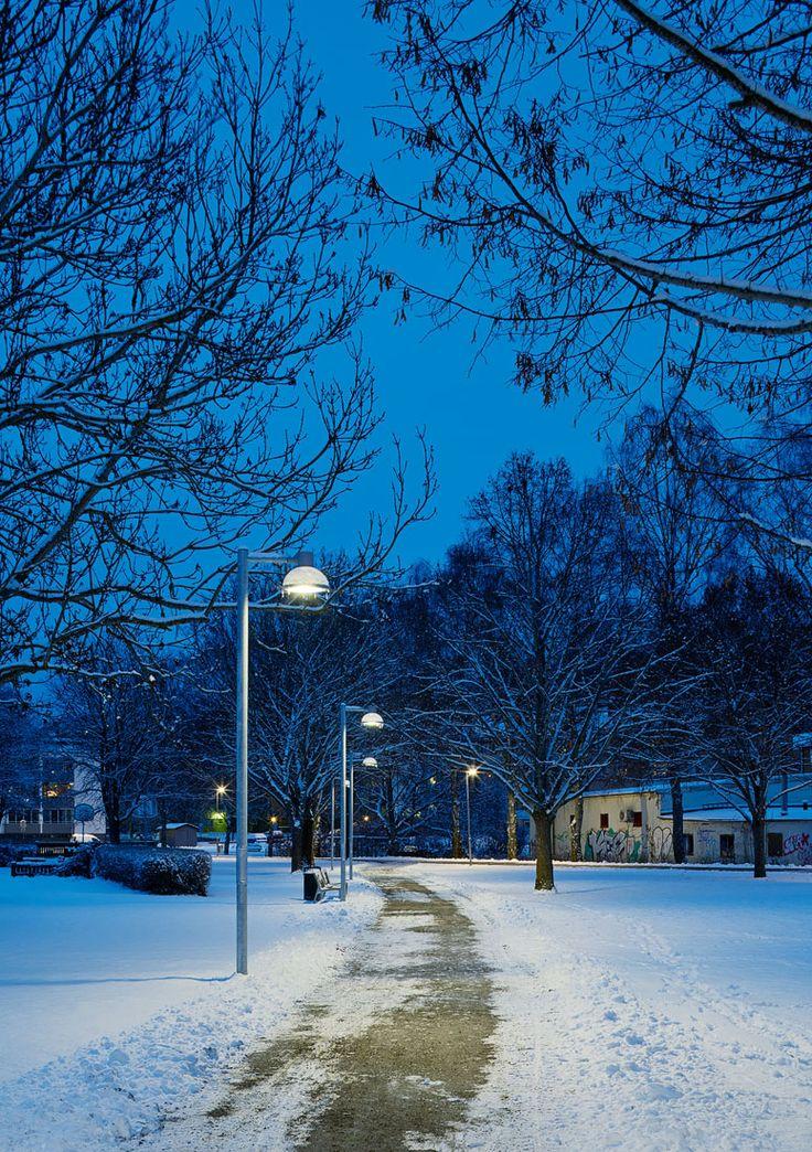 /Thule park - lighting design by Black ljusdesign/ - Park lighting - Lighting design - Public spaces - Outdoor lighting - Pathway lighting - Pole lighting