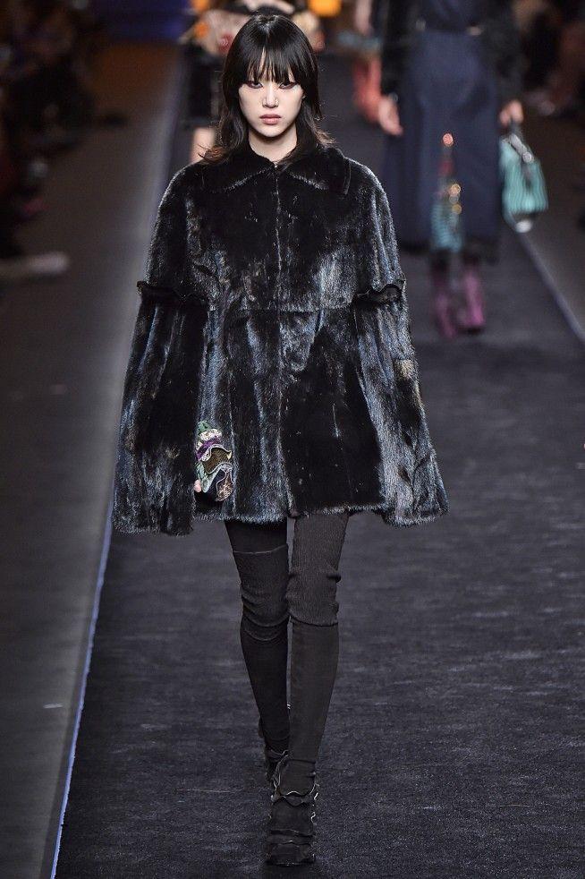 Best Runway Desfiles Images On Pinterest Fashion Show - Feuerwehr skin fur minecraft pe