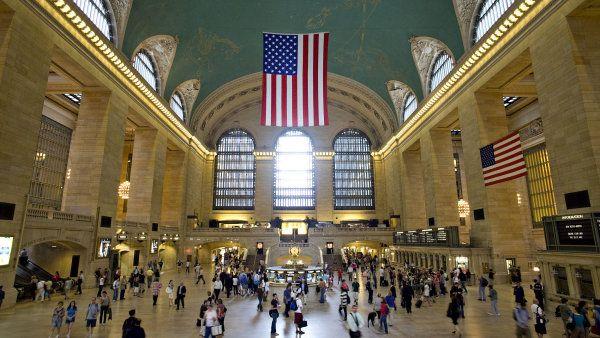 Slavné nádraží Grand Central v New Yorku slaví sto let. Každé dva dny jím projde milion lidí http://life.ihned.cz/cestovani/c1-59296600