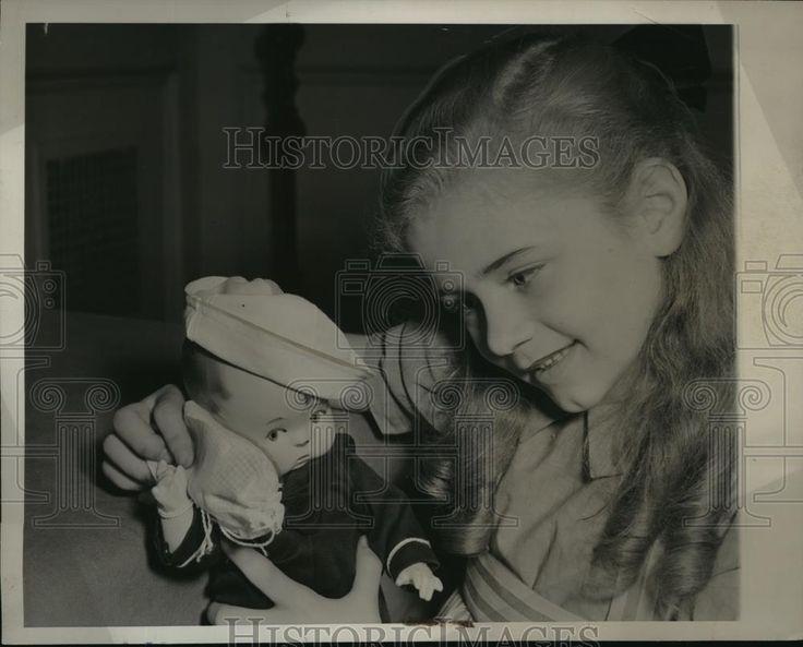 1941 Press Photo New York Joyce Van Patten & sailor doll in NYC - neny15345 | eBay