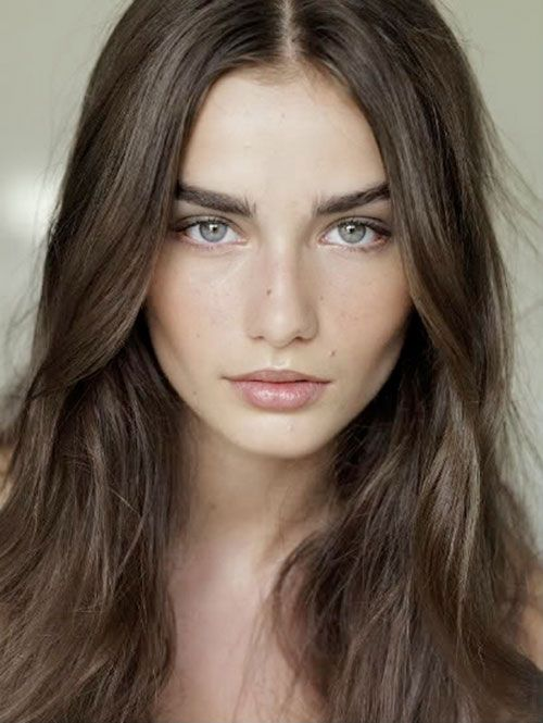Andreea Diaconu, Natural Make-up look with full, groomed brows.