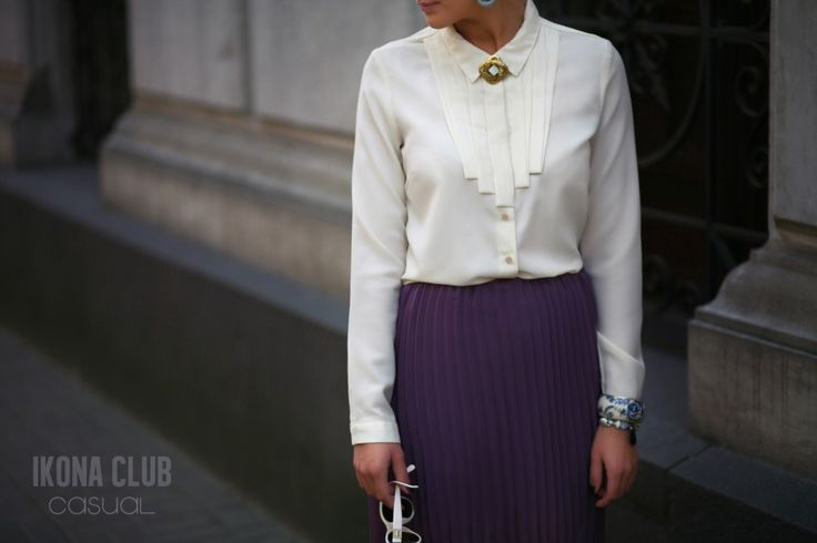 #STREET #FASHION #CASUAL #STYLE #BLOG #ACCESSORIES #SKIRT #PLISSE #BLOUSE #BROOCH #GLASSES