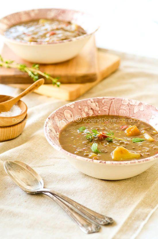 Receta Caldo de Lentejas: Un espeso y nutritivo caldo lleno de sabores y texturas interesantes. Perfecto para servir con un poco de pan o arroz.