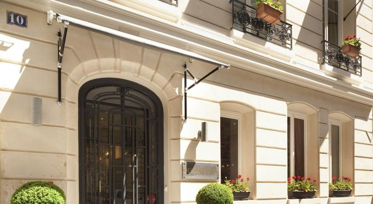 Hotel Residence Foch Paris Situated just a 15-minute walk from the Champs Elysees, the elegant Residence Foch hotel offers charming accommodation and a lounge and bar area. It is 700 metres from the Le Palais des Congrès, the Arc de Triomphe and Porte Maillot Metro Station.