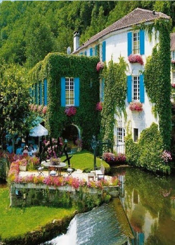 Grass Hotel Facade in Brantome, France