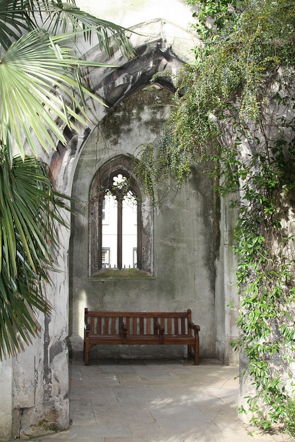 St Dunstan in the East, EC3    Dating from the 12th century St Dunstan in the East was one of the few churches to survive the Great Fire of 1666. It was gutted by bombs in WW2 and subsequently laid out as gardens in 1967 by the City of London Corporation.