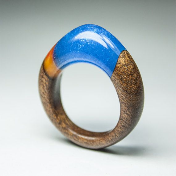 Sparkling blue and orange ring